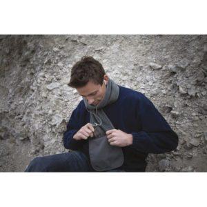 Écharpe grise pour s'habiller chaudement en hiver