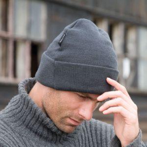 Bonnet qui tient chaud aux oreilles et à la tête